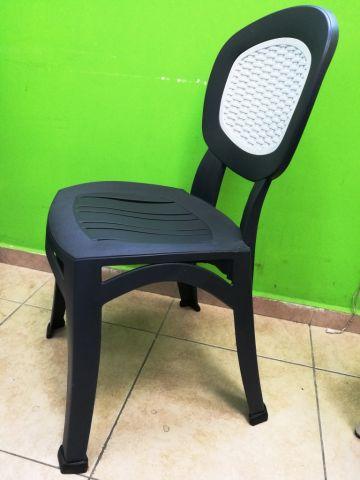 כיסא פלסטיק בשילוב ראטן