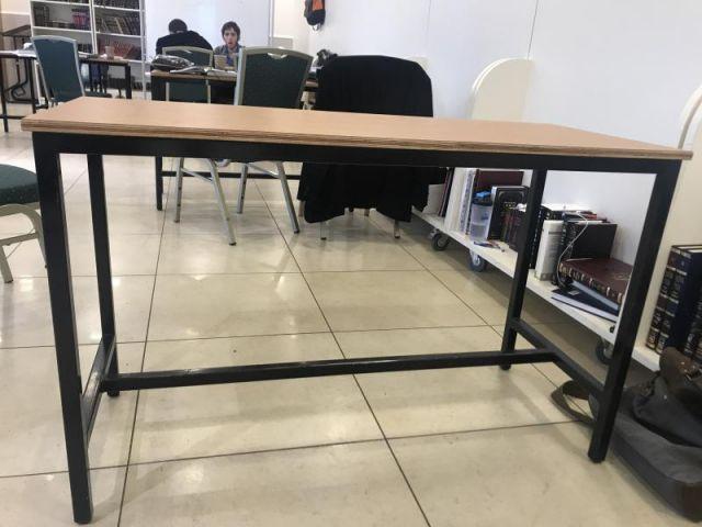 שולחן 105 מטר *0.4 מטר