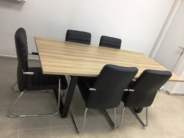 שולחן ישיבות  איכותי 100*180 רגל חלון מתכת מעוצב טופ עובי 28